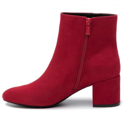 Czerwone botki na zimę