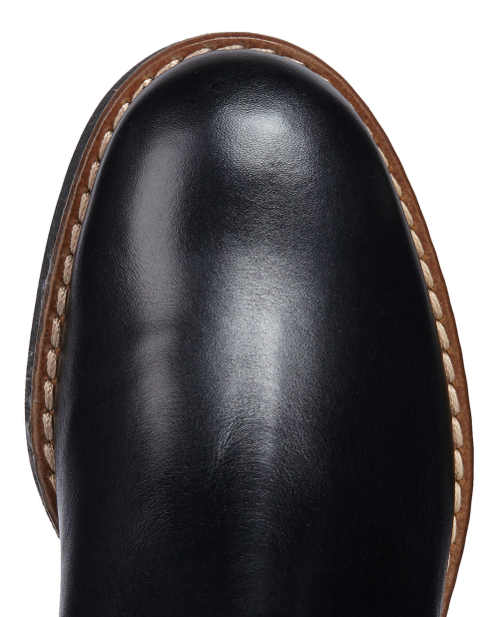 Fragment czubka damskich butów zimowych Geox