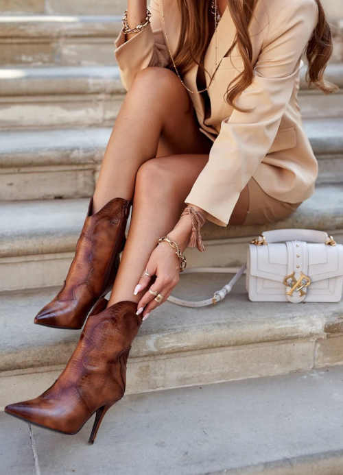 Buty na niskim obcasie w stylu kowbojskim