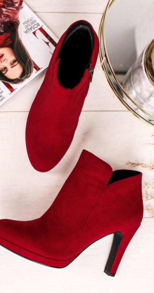 Czerwone buty za kostkę z węższym obcasem