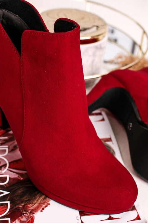 Czerwone zamszowe buty za kostkę