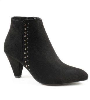 Buty za kostkę ozdobione metalowymi ćwiekami
